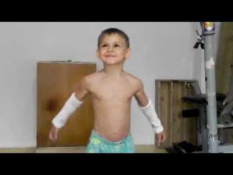 A transformao inacreditvel deste garoto de 14 anos nos lembra por giuliano stroe provavelmente o menino de 10 anos mais forte do mundo altavistaventures Images